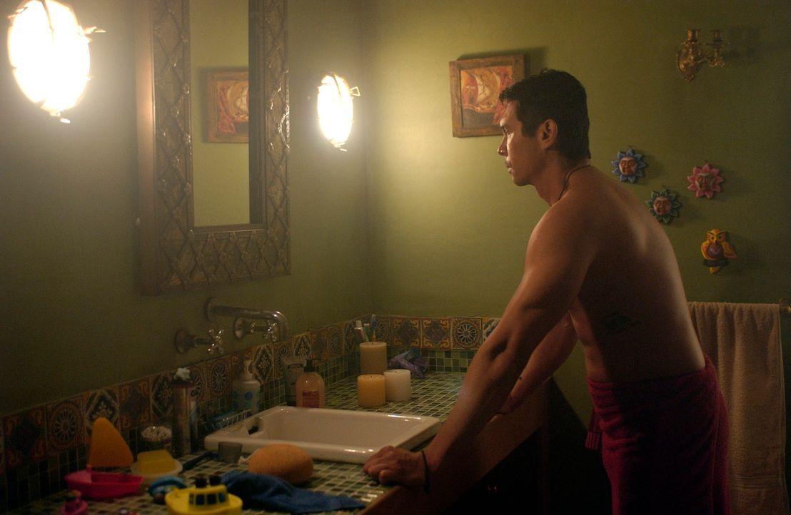 Meeno (Lou Diamond Phillips) wird von einer weiteren Halluzination heimgesucht, die ihm das Bewusstsein vermittelt, plötzlich keine Familie mehr zu... - Bildquelle: The Sci-Fi Channel