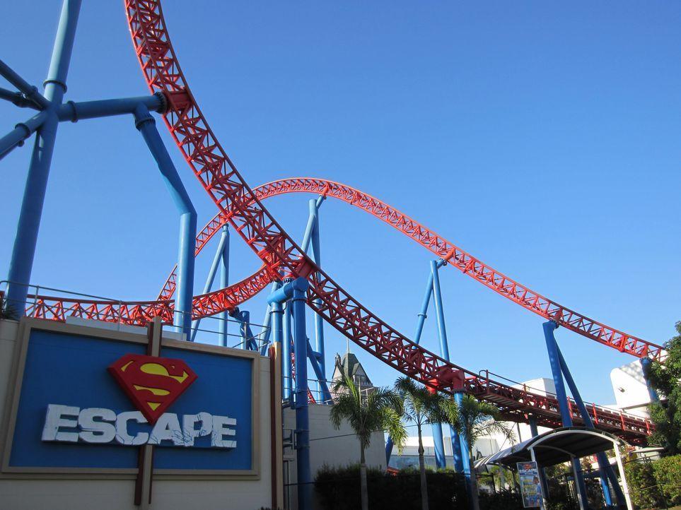 """Die """"Superman Escape""""- Achterbahn in Australien hat es mit ihren Spitzengeschwindigkeiten in sich ... - Bildquelle: 2013, Travel Channel, L.L.C. All Rights Reserved."""