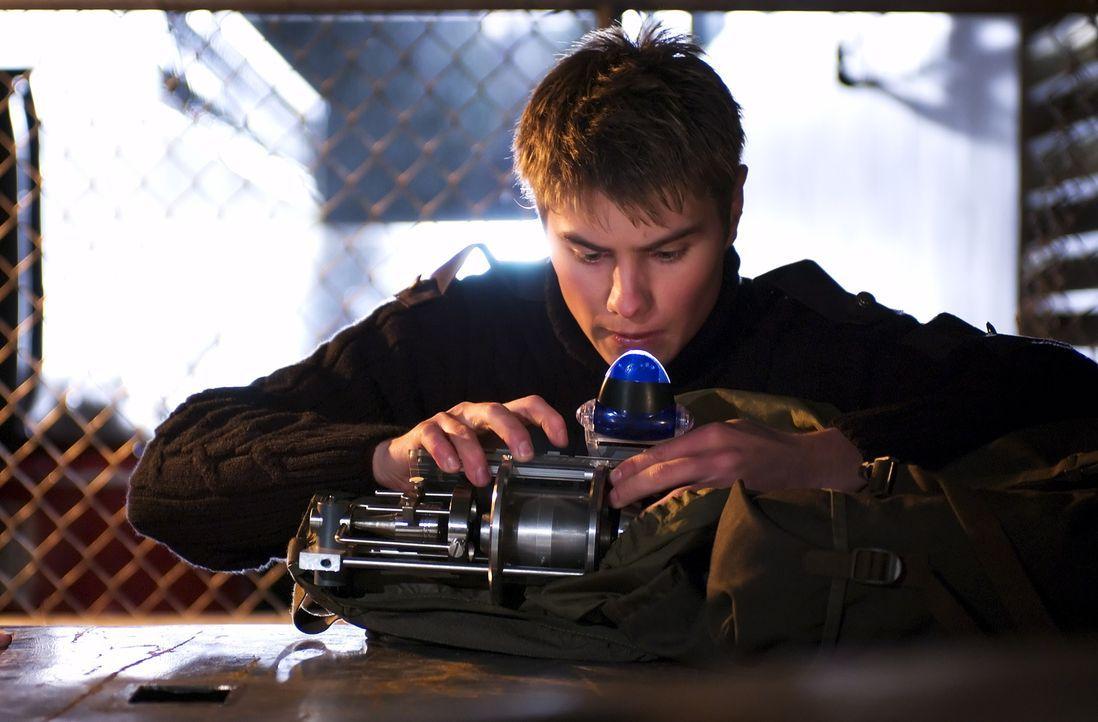 """Lee (Sebastian Gacki) versucht alles, um die """"Black Skulls"""" auszuschalten - die dunklen Mächte nehmen Überhand an der Schule ... - Bildquelle: Regent Entertainment"""