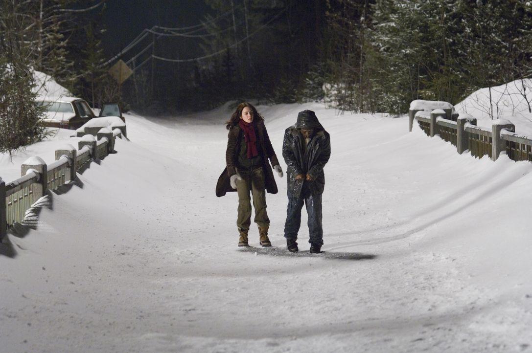 Um Weihnachten bei ihrer Familie zu verbringen, nutzt eine Collegestudentin (Emily Blunt, l.) eine Mitfahrgelegenheit. Leider entpuppt sich das Auto... - Bildquelle: Copyright   2007 TriStar Pictures, Inc. All Rights Reserved.