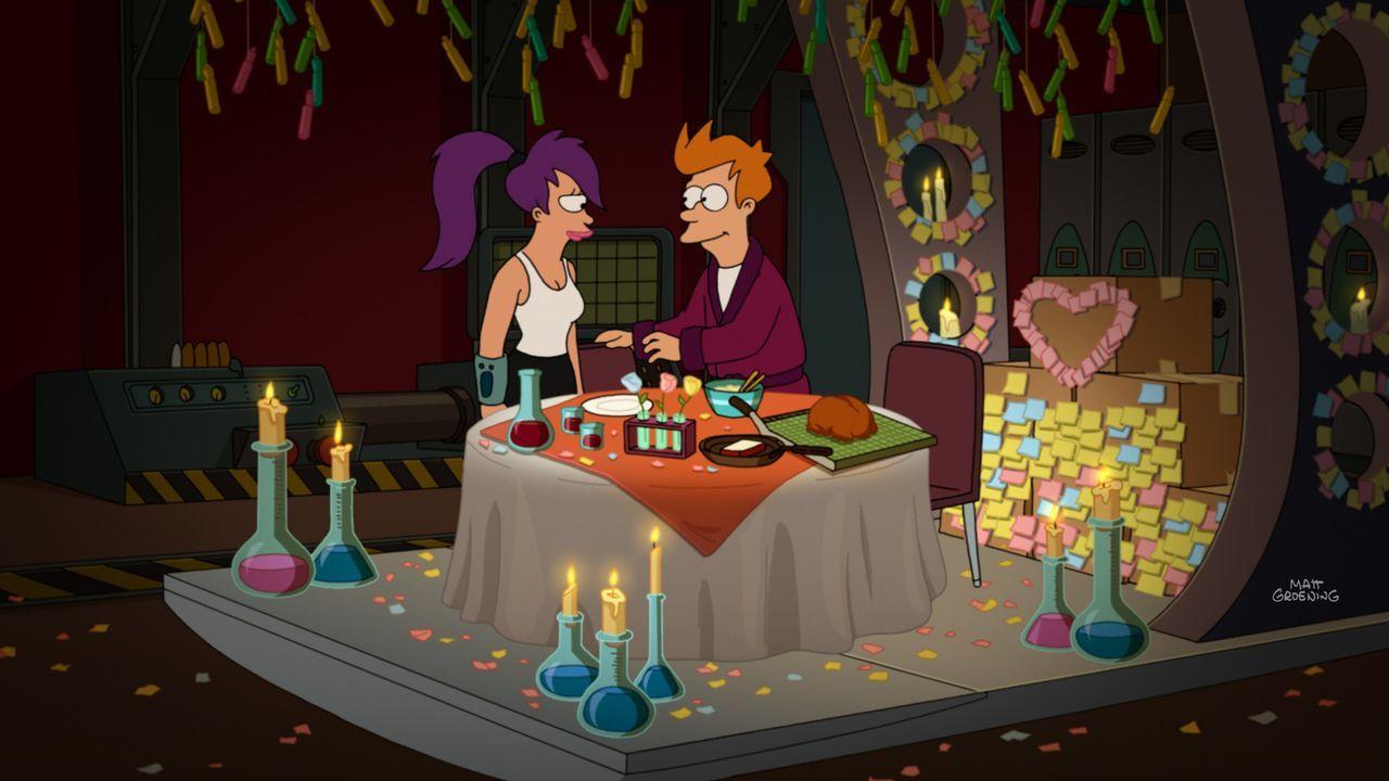 Um endlich mal Zeit für sich zu haben, reisen Fry (r.) und Leela (l.) in ein abgelegenes Ferienressort. Doch der Ausflug endet anders als geplant ... - Bildquelle: Twentieth Century Fox Film Corporation. All rights reserved.