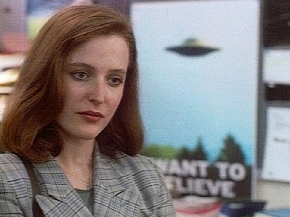 Die FBI-Agentin Dana Scully (Gillian Anderson) glaubt als Wissenschaftlerin nicht an die Existenz von UFOs. - Bildquelle: TM +   2000 Twentieth Century Fox Film Corporation. All Rights Reserved.