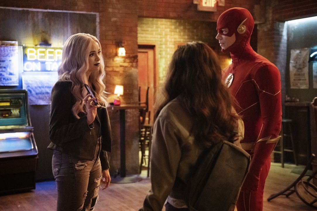 Frost (Danielle Panabaker, l.); The Flash (Grant Gustin, r.) - Bildquelle: Warner Bros. Entertainment Inc. All Rights Reserved.