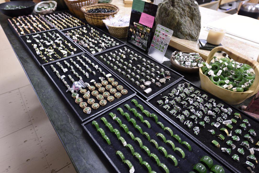 Die Chinesen glauben, dass auf Jade ein Fluch liegt, der Menschen verändert und Dinge tun lässt, die sie sonst nicht machen würden und trotzdem gebe... - Bildquelle: JADE PRODUCTIONS LTD.