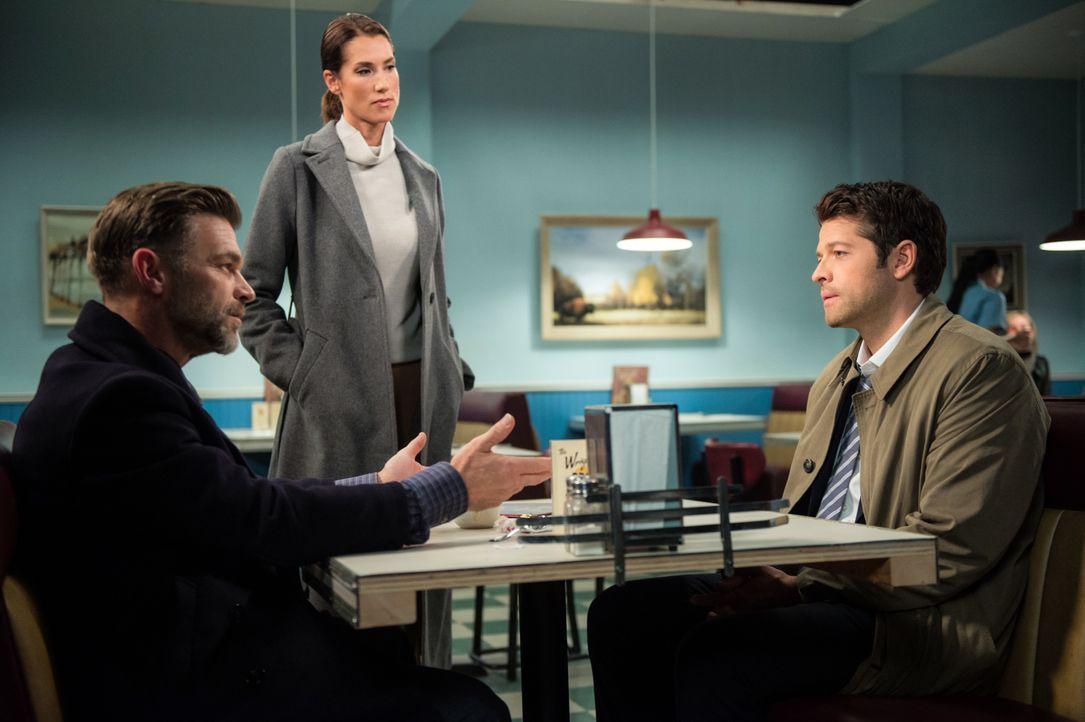 (v.l.n.r.) Ishim (Ian Tracey); Mirabel (Tiara Sorensen); Castiel (Misha Collins) - Bildquelle: Diyah Pera 2016 The CW Network, LLC. All Rights Reserved / Diyah Pera