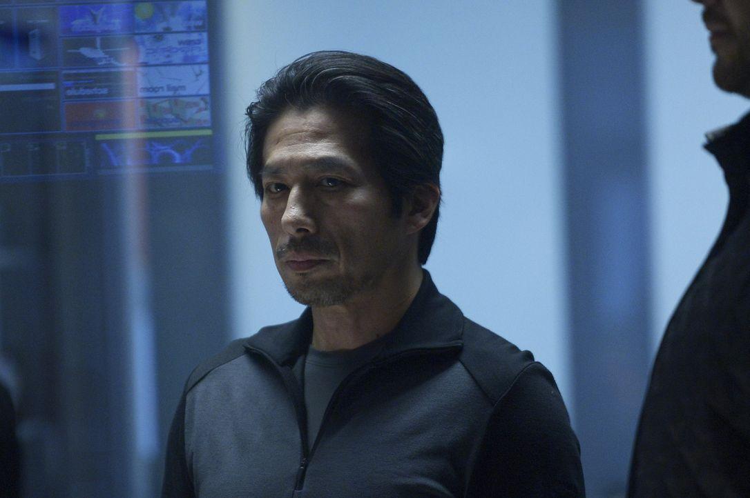 Hataka (Hiroyuki Sanada) versucht, in der Beziehung zu Daniel das zu retten, was noch zu retten ist. Oder sind das wieder nur seine Spielchen? - Bildquelle: 2014 Sony Pictures Television Inc. All Rights Reserved.