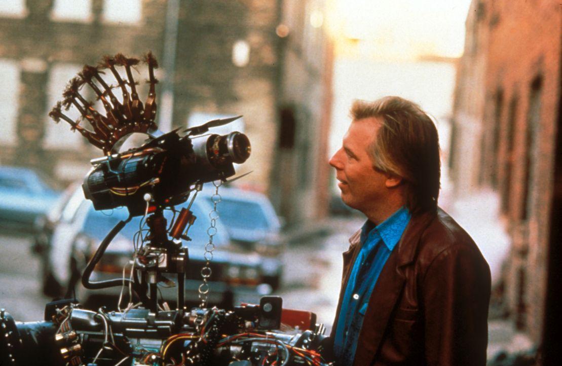 Mit seinen ungewöhnlichen Fähigkeiten erstaunt Roboter Nr. 5 Jung und Alt ... - Bildquelle: Columbia TriStar Pictures