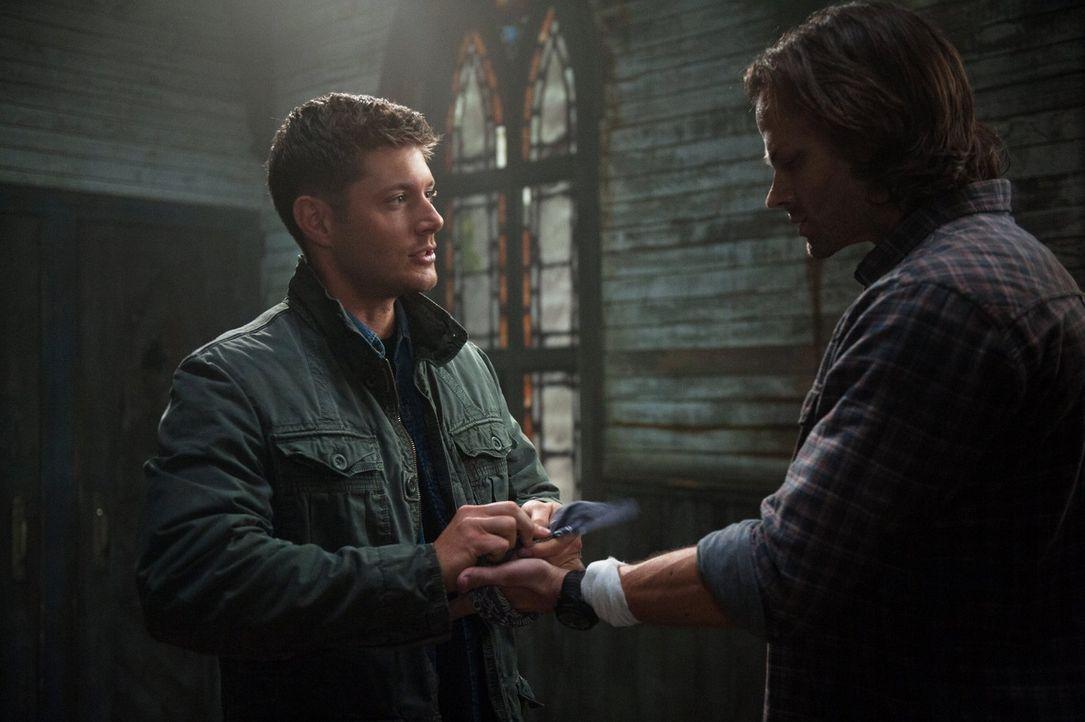 Um das Leben der unschuldigen Menschen zu retten, müssen Sam (Jared Padalecki, r.) und Dean (Jensen Ackles, l.) eine schwere Entscheidung treffen, d... - Bildquelle: Warner Bros. Television