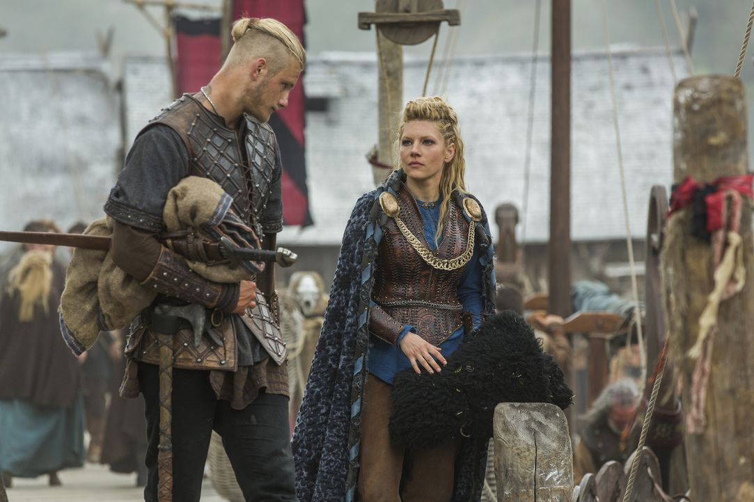 Gemeinsam machen sie sich auf den Weg nach Wessex, um dort ihr Land einzufordern, dass ihnen König Ecbert versprochen hat: Bjorn (Alexander Ludwig,... - Bildquelle: 2015 TM PRODUCTIONS LIMITED / T5 VIKINGS III PRODUCTIONS INC. ALL RIGHTS RESERVED.
