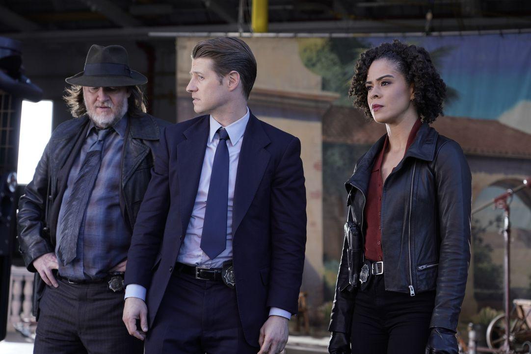 (v.l.n.r.) Harvey Bullock (Donal Logue); James Gordon (Ben McKenzie); Harper (Kelcy Griffin) - Bildquelle: Giovanni Rufino 2019 Fox Broadcasting Co. / Giovanni Rufino