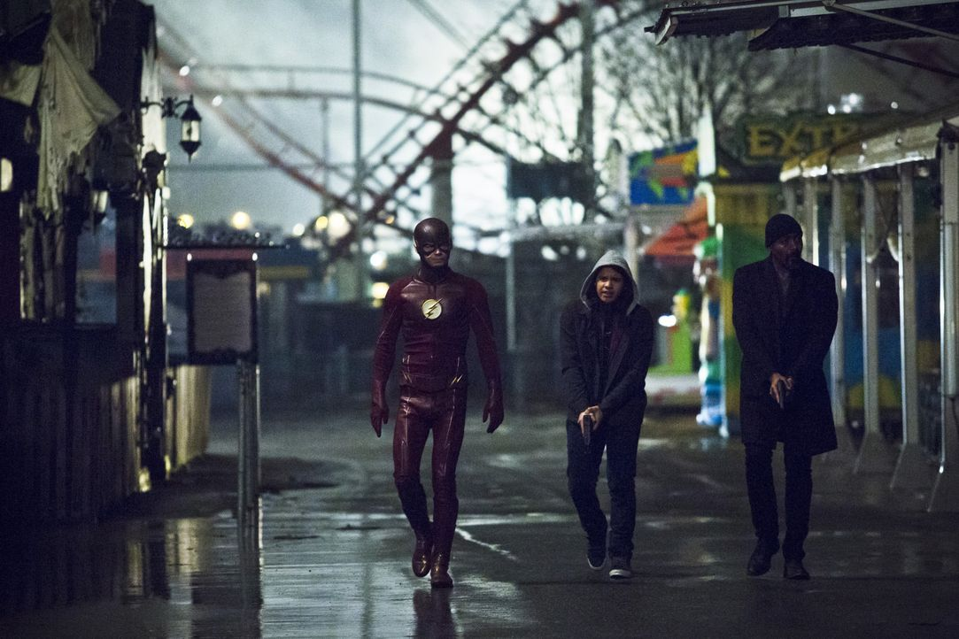 Haben Barry (Grant Gustin, l.), Cisco (Carlos Valdes, M.) und Joe (Jesse L. Martin, r.) überhaupt eine Chance gegen ein neues Meta-Wesen, nachdem Ba... - Bildquelle: Warner Bros. Entertainment, Inc.