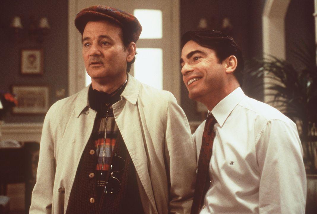 Der trottelige Überraschungsgast Wallace (Bill Murray, l.) muss unbedingt am Abend beschäftigt werden. Sein Bruder James (Peter Gallagher, r.) hat d... - Bildquelle: Warner Bros.