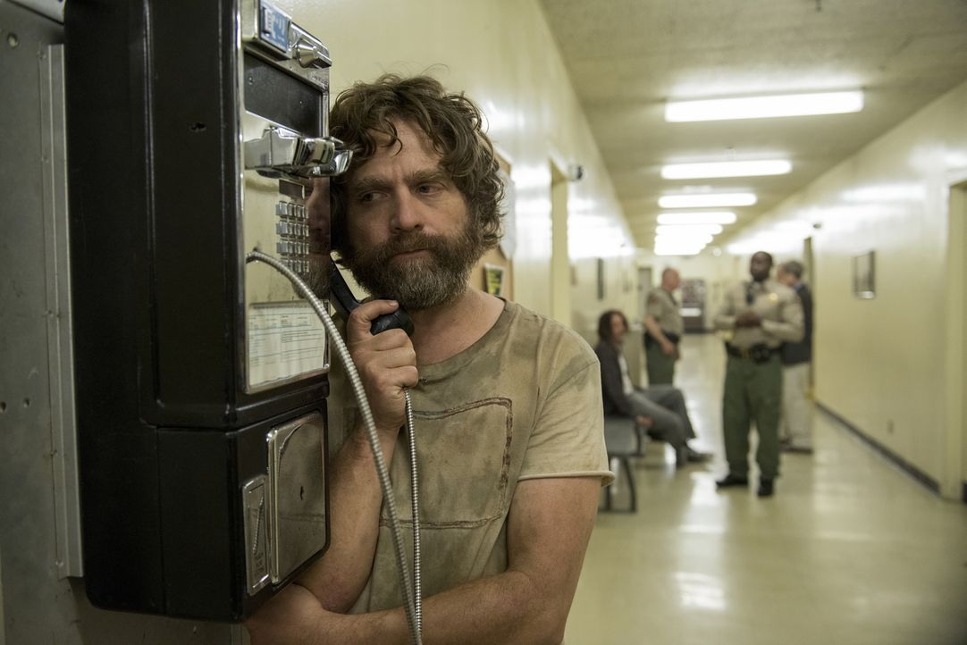 Als Chip (Zach Galifianakis) verhaftet wird, muss er seine Mutter anrufen, was dieser ganz schön die Laune verdirbt ... - Bildquelle: 2017 Fox and its related entities.  All rights reserved.