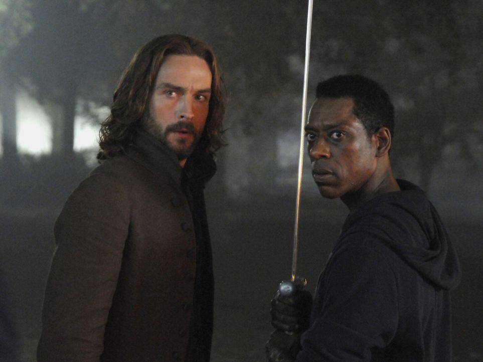 Stellen sich dem Reiter des Krieges entgegen: Ichabod (Tom Mison, l.) und Irving (Orlando Jones, r.) ... - Bildquelle: 2014 Fox and its related entities. All rights reserved