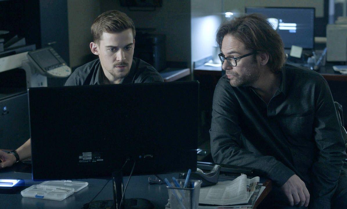 Logan (Josh Salatin, l.) möchte die Zusammenarbeit mit Mitch (Wiliam Albert Burke,r.), um die Wahrheit über Jamies' Taten herauszufinden ... - Bildquelle: 2017 CBS Broadcasting, Inc. All Rights Reserved