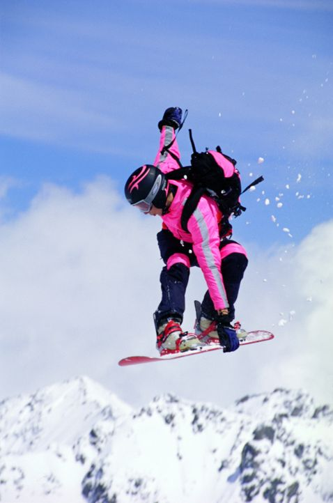 Die verschneiten Eispisten laden zum ultimativen Kick mit dem Board ein: Extrem-Snowboarderin Kittie (Jana Pallaske) ... - Bildquelle: TM & Copyright   2002 by Paramount Pictures. All Rights Reserved.