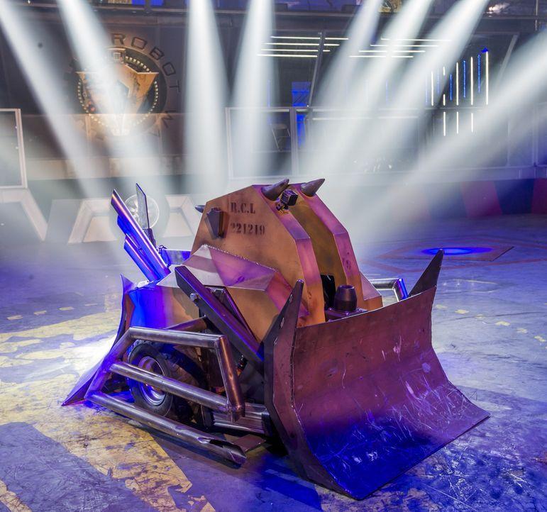 """Können die 40 Teams mit ihren selbst gebauten Robotern bei """"Robot Wars"""" nicht nur einander besiegen, sondern auch gegen den Hausroboter Shunt und se... - Bildquelle: Alan Peebles Licensed by Passion Distribution Ltd. / Alan Peebles"""