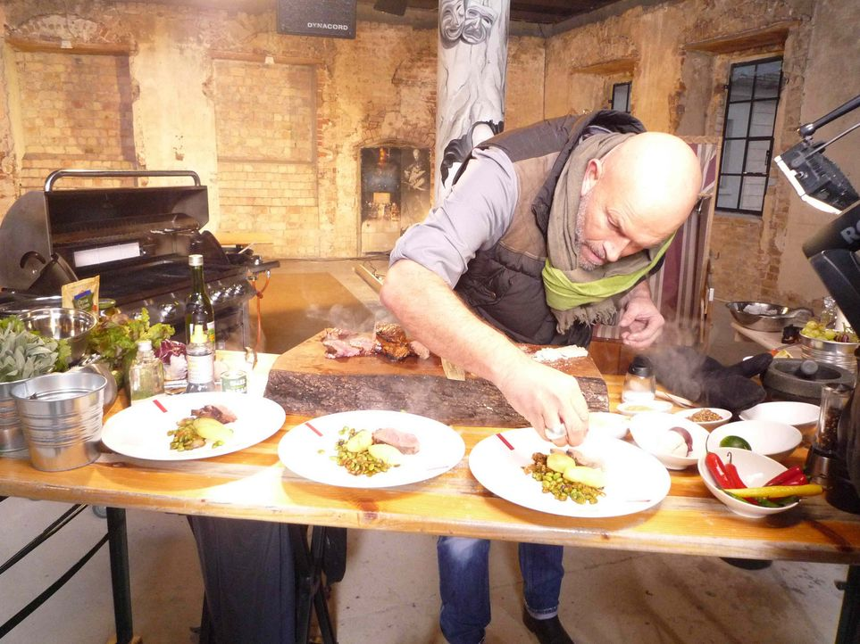 Bei diesem Battle muss Stefan Wiertz außer seinen Kochkünsten auch seine Standhaftigkeit unter Beweis stellen ... - Bildquelle: ProSieben MAXX