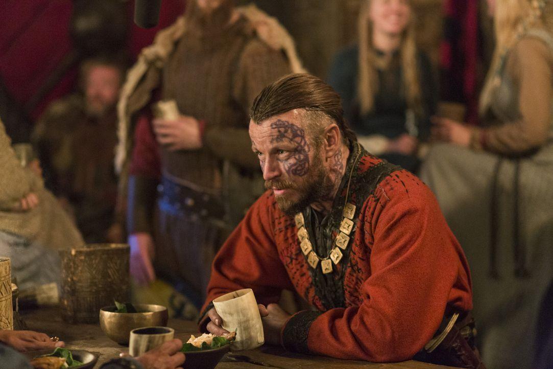 Möchte König von ganz Norwegen werden, was bedeutet, dass er Ragnar stürzen muss: König Harald Schönhaar (Peter Franzen) ... - Bildquelle: 2016 TM PRODUCTIONS LIMITED / T5 VIKINGS III PRODUCTIONS INC. ALL RIGHTS RESERVED.