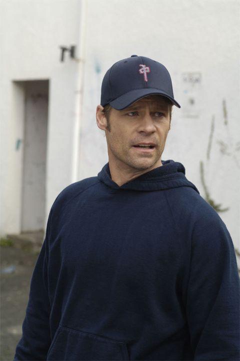 Tom Baldwin (Joel Gretsch) steht unter Mordverdacht, doch er kann sich an nichts erinnern ... - Bildquelle: Viacom Productions Inc.