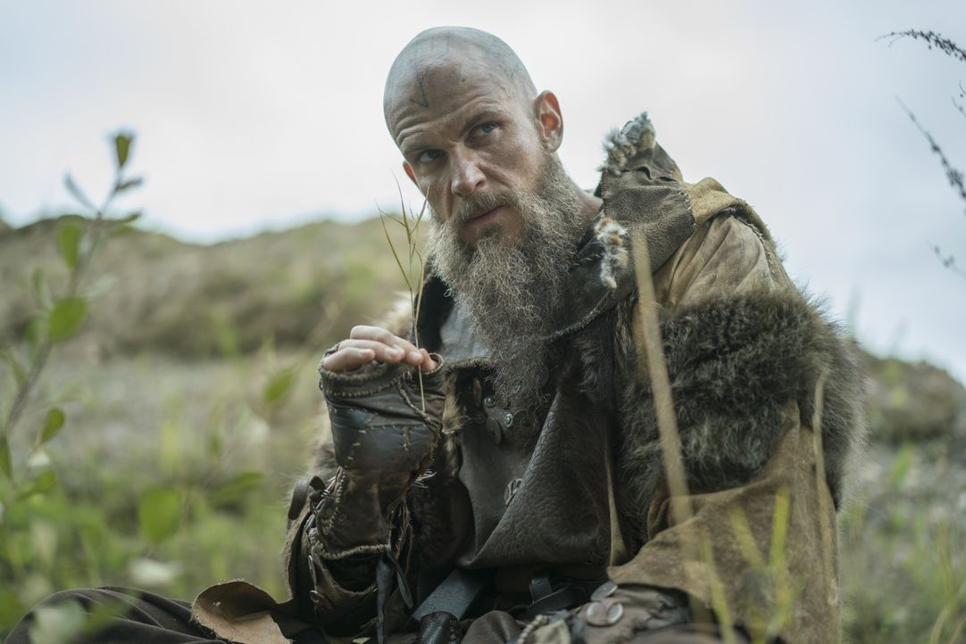 Kann Floki (Gustaf Skarsgård) seine Siedler doch noch von dem magischen Land überzeugen? - Bildquelle: Bernard Walsh 2017 TM PRODUCTIONS LIMITED / T5 VIKINGS III PRODUCTIONS INC. ALL RIGHTS RESERVED.