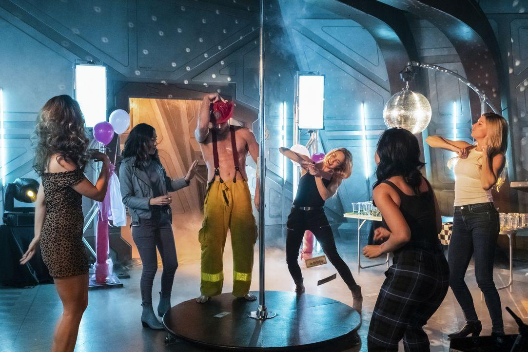 (v.l.n.r.) Zari (Tala Ashe); Nora Darhk (Courtney Ford); Sara Lance (Caity Lotz); Mona Wu (Ramona Young); Ava Sharpe (Jes Macallan) - Bildquelle: 2019 The CW Network, LLC. All rights reserved.