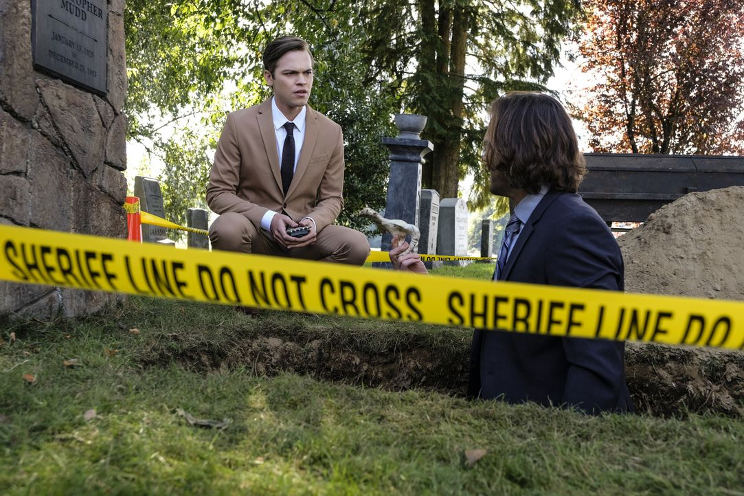 Jack (Alexander Calvert, l.); Sam Winchester (Jared Padalecki, r.) - Bildquelle: Bettina Strauss 2017 The CW Network, LLC. All Rights Reserved / Bettina Strauss