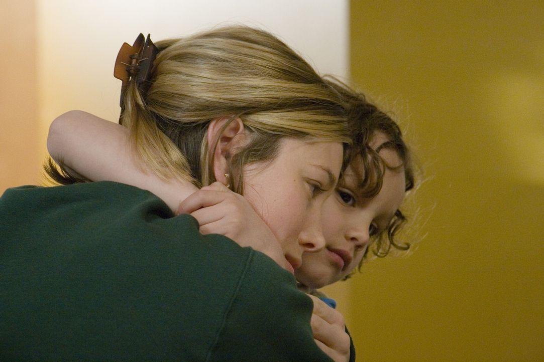 Nach der schweren Zeit in einer Rehabilitationsklinik ist Vanessa Price (Jessica Biel, l.) zunächst glücklich, wieder bei ihrer Familie zu sein. D... - Bildquelle: Nu Image