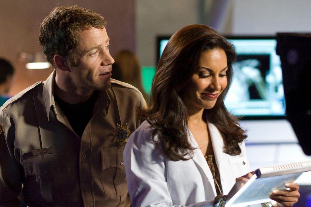 Haben sie eine Chance? Carter (Colin Ferguson, l.) und Allison (Salli Richardson-Whitfield, r.) ... - Bildquelle: Universal Television