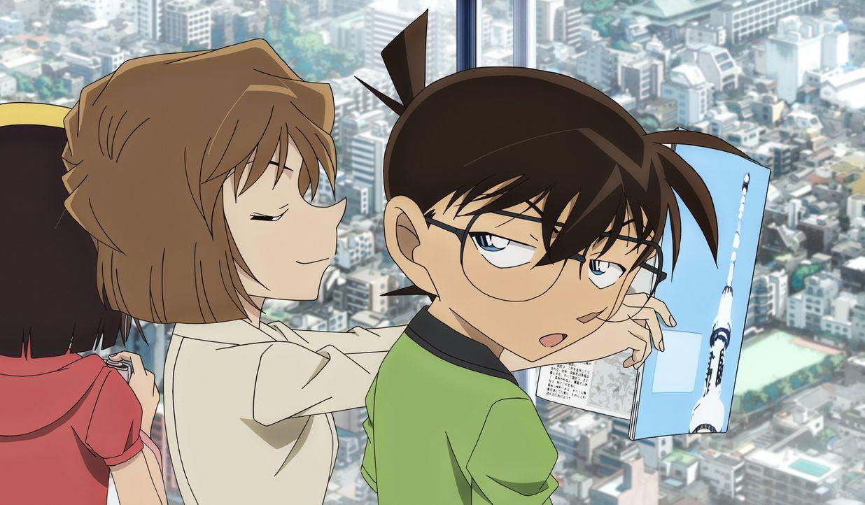 Als Conan (r.) und seine Freunde zur Eröffnung des Bell Tree Towers gehen, ahnen sie noch nicht, dass sie dort in Lebensgefahr geraten werden ... - Bildquelle: GOSHO AOYAMA / DETECTIVE CONAN COMMITTEE
