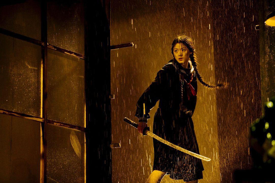 Saya (Gianna Jun) ist auf der Suche nach der mächtigen Dämonenführerin Onigen, die einst den Vater der 400-Jährigen tötete ...