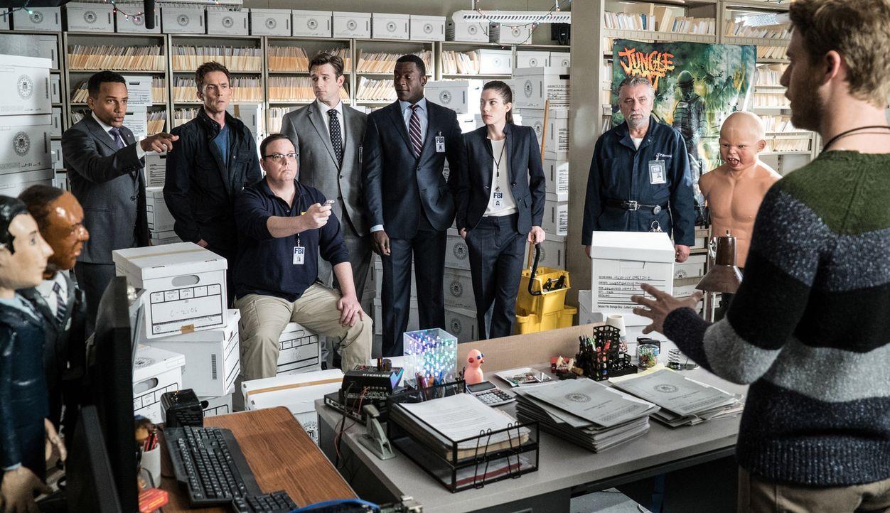 Brian (Jake McDorman, r.) bekommt sein eigenes Team, um die versprochene Aufgabe, in zwei Wochen die zehn meistgesuchten Verbrecher auf der Liste de... - Bildquelle: John Paul Filo 2015 CBS Broadcasting, Inc. All Rights Reserved
