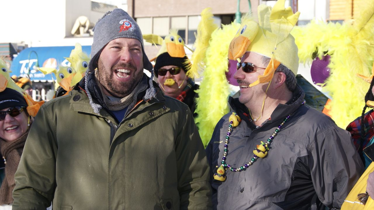 Bert Kreischer (l.) - Bildquelle: 2011, The Travel Channel, L.L.C.