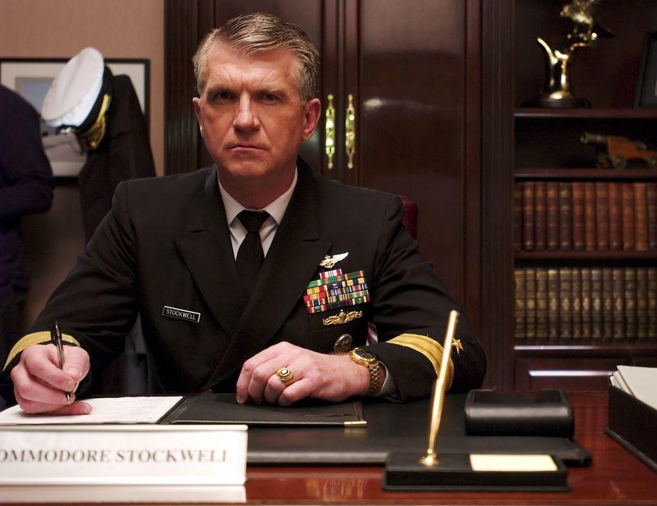 """Schulleiter Stockwell (Mike Cleven) ist die Bruderschaft """"Black Skulls"""" ein Dorn im Auge - er merkt, dass die jungen Männern der dunklen Seite zuget... - Bildquelle: Regent Entertainment"""