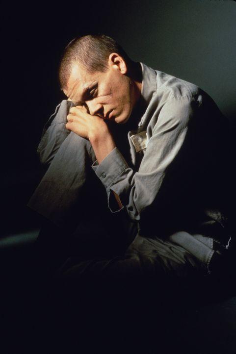 Ein gescheiterter Fluchtversuch endet für Young (Kevin Bacon) in einem dunklen Verlies unterhalb der Haftanstalt. Erst nach drei Jahren kehrt er in... - Bildquelle: Warner Bros.