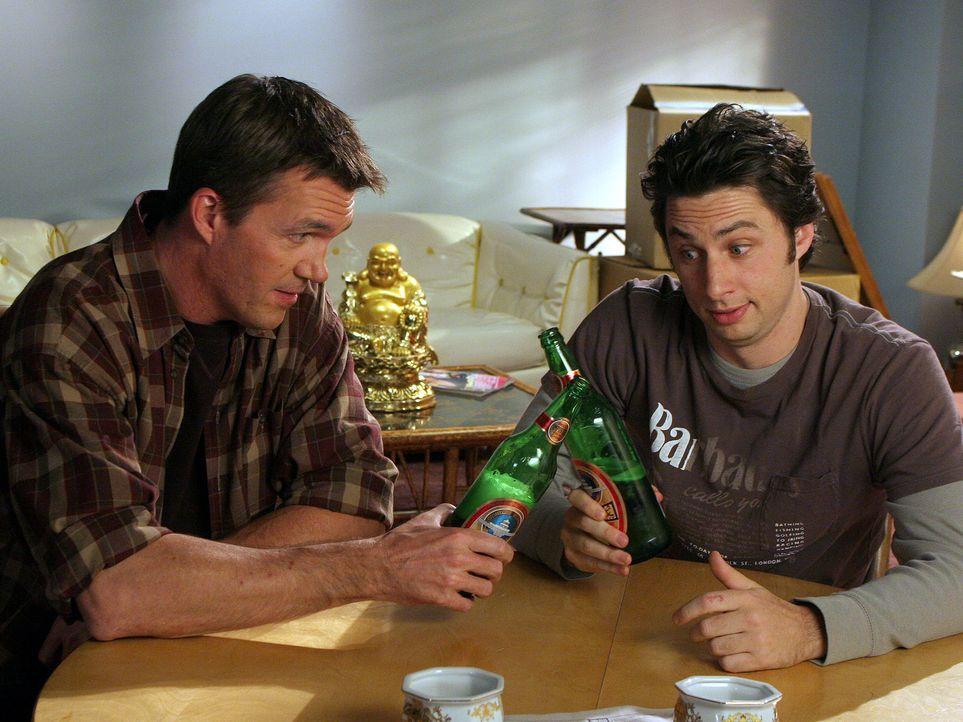 J.D. (Zach Braff, r.) hilft dem Hausmeister (Neil Flynn, l.) beim Umzug, aber nur in der Hoffnung, dass er ihn somit für sich gewinnen kann ... - Bildquelle: Touchstone Television