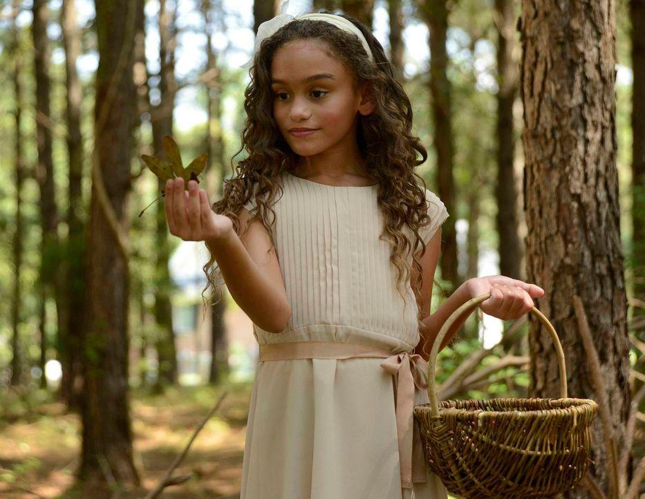 Was führt das Blumen-Mädchen (Sophia Watson) im Schilde? - Bildquelle: 2013 Twentieth Century Fox Film Corporation. All rights reserved.