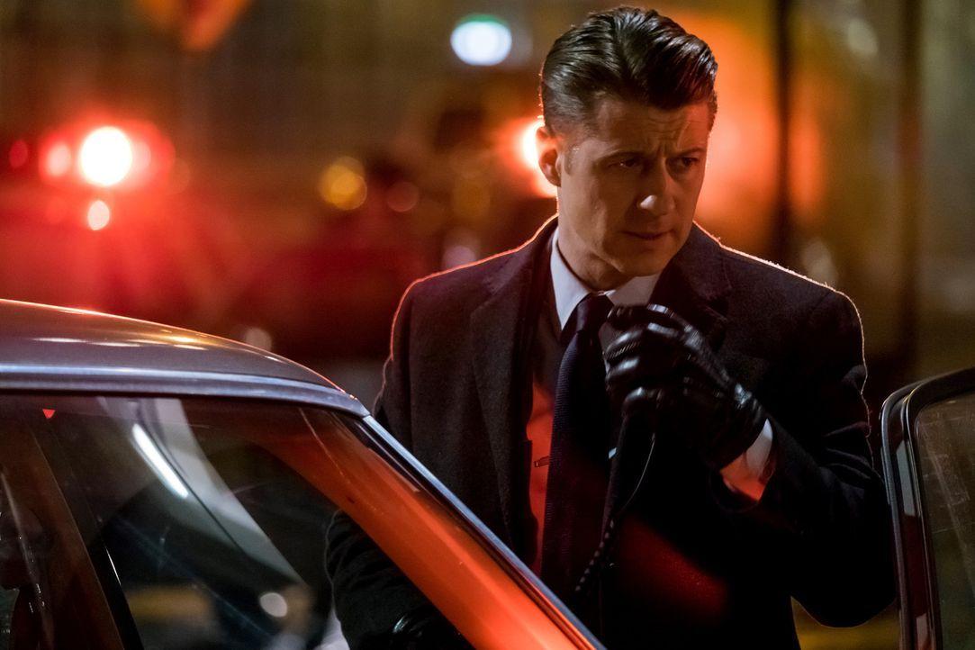 Gordon (Ben McKenzie) und Bullock suchen verzweifelt nach dem cleveren Dieb, der mehrere Banken in Gotham ausgeräumt hat ... - Bildquelle: 2017 Warner Bros.