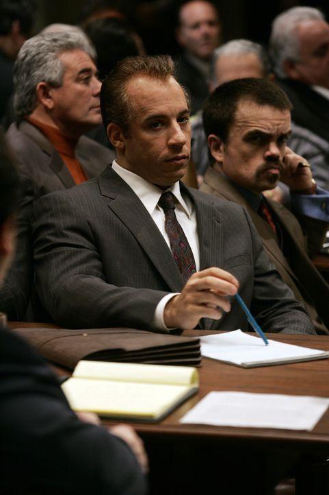 Da DiNorscio (Vin Diesel, l.) vor Beginn des Prozesses bereits zu 30 Jahren verurteilt wurde und nichts mehr zu verlieren hat, beschließt er, sich... - Bildquelle: 2006 Yari Film Group Releasing, LLC