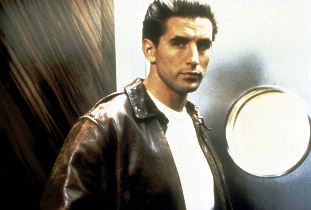 Der smarte Zeke Hawkins (William Baldwin) entpuppt sich als Besitzer des Hochhauses - hat er noch mehr zu verbergen? - Bildquelle: Paramount Pictures