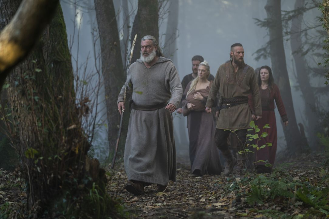 (v.l.n.r.) Othere (Ray Stevenson); Torvi (Georgia Hirst); Übbe (Jordan Patrick Smith) - Bildquelle: 2020 TM Productions Limited / T5 Vikings IV Productions Inc. All Rights Reserved. An Ireland-Canada Co-Production.