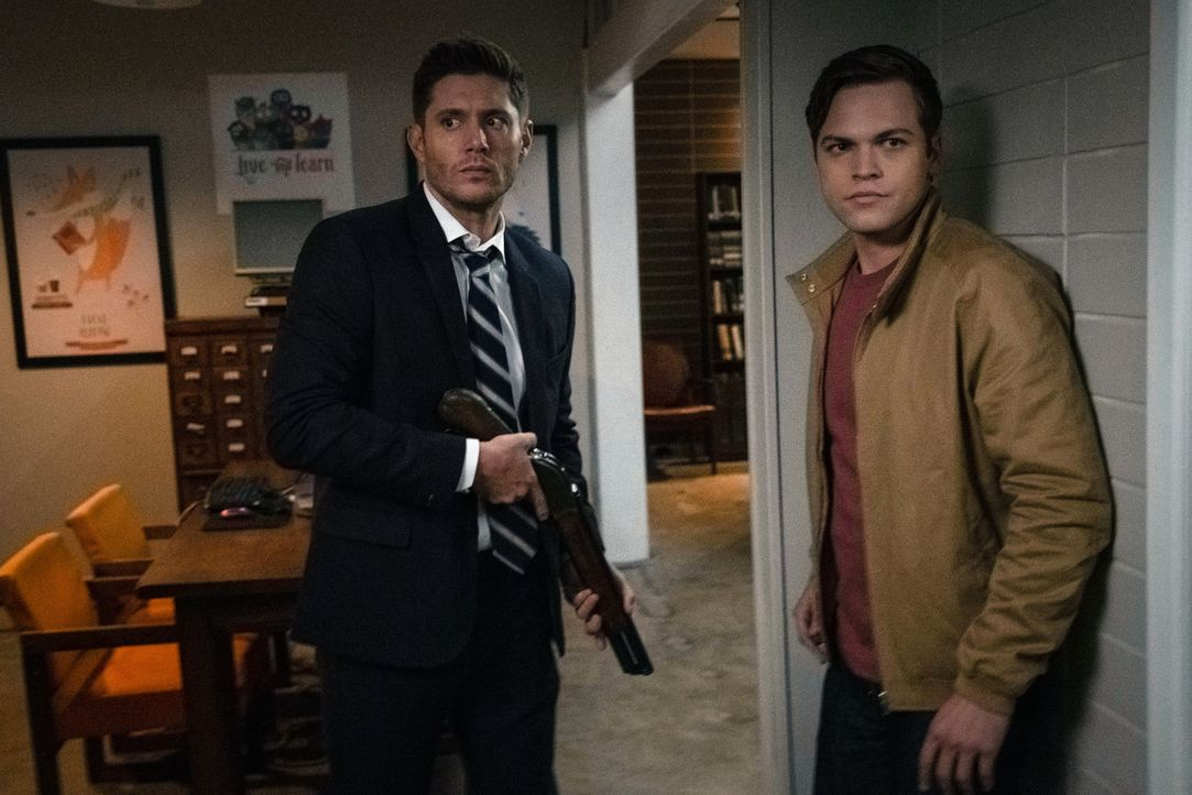 Dean Winchester (Jensen Ackles, l.); Jack (Alexander Calvert, r.) - Bildquelle: Michael Courtney 2018 The CW Network, LLC All Rights Reserved / Michael Courtney