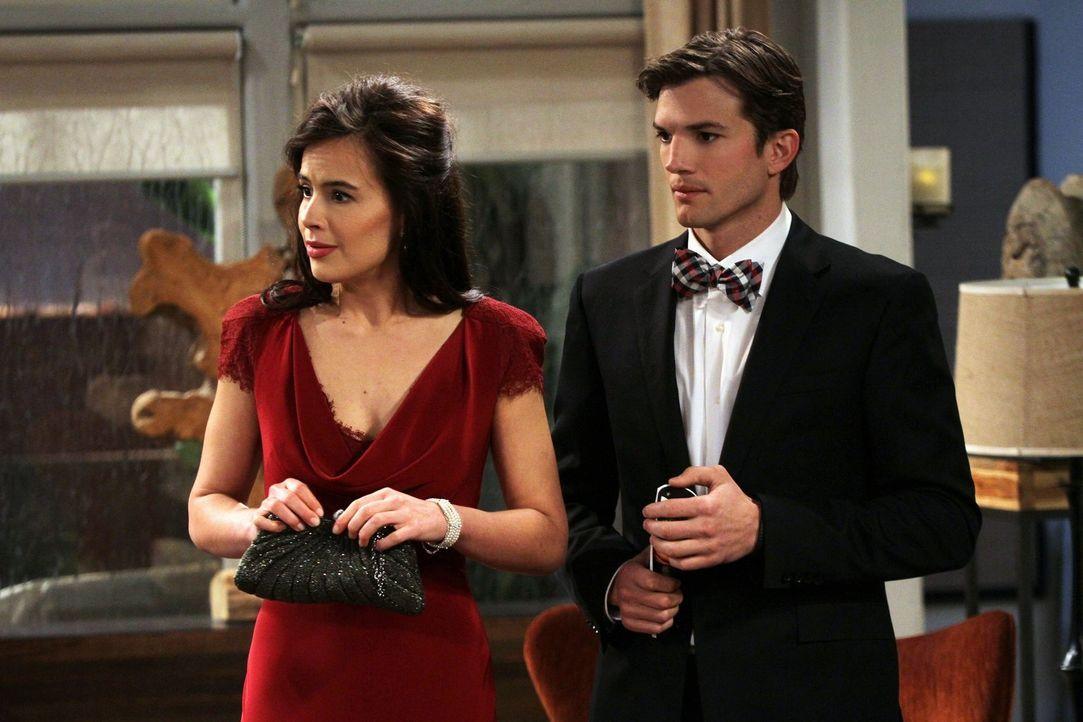 Eigentlich sollte es ein romantischer Valentinstag werden, doch ein Sturm durchkreuzt ihre Pläne: Walden (Ashton Kutcher, r.) und Zoey (Sophie Winkl... - Bildquelle: Warner Brothers Entertainment Inc.