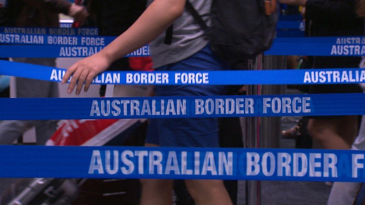 Flitterwochen beim Grenzschutz - Bildquelle: Seven Productions 2018