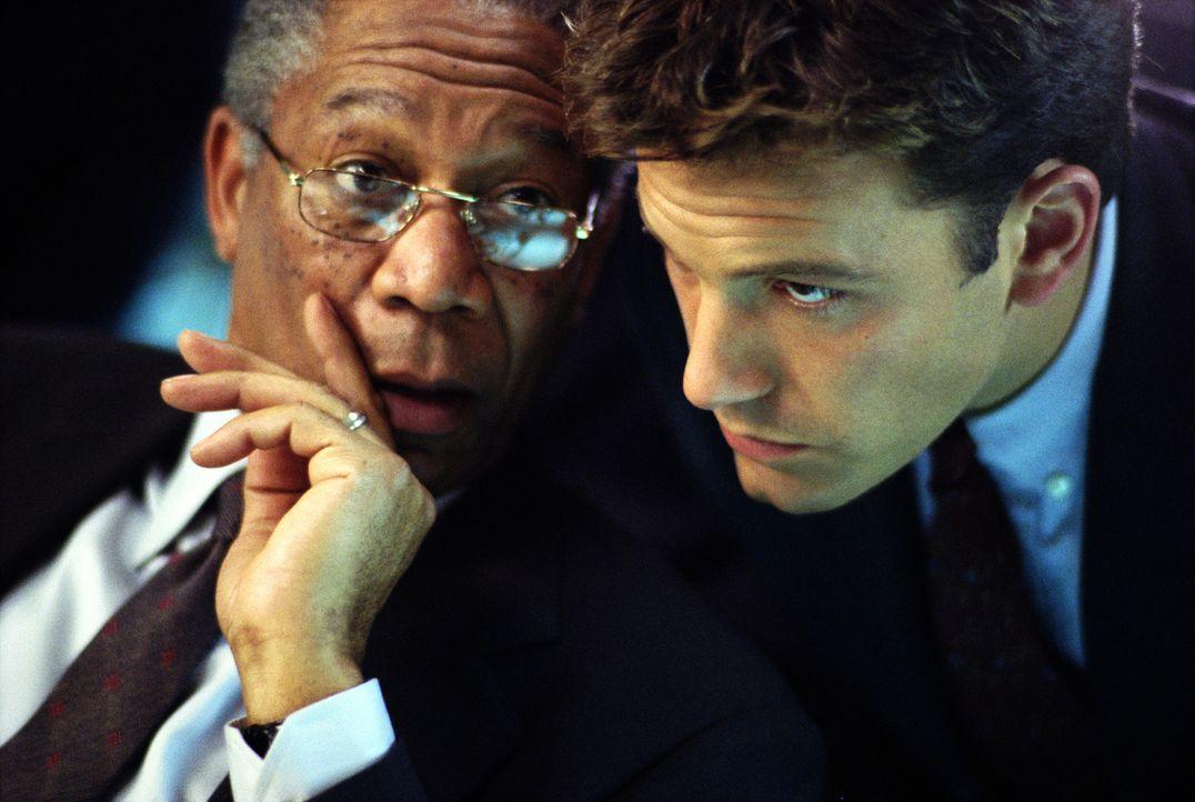 Als während eines Superbowl-Spieles in Baltimore eine Atombombe gezündet wird, fällt der Verdacht sogleich auf Russland. Für den CIA-Chef Bill Cabot... - Bildquelle: Paramount Pictures
