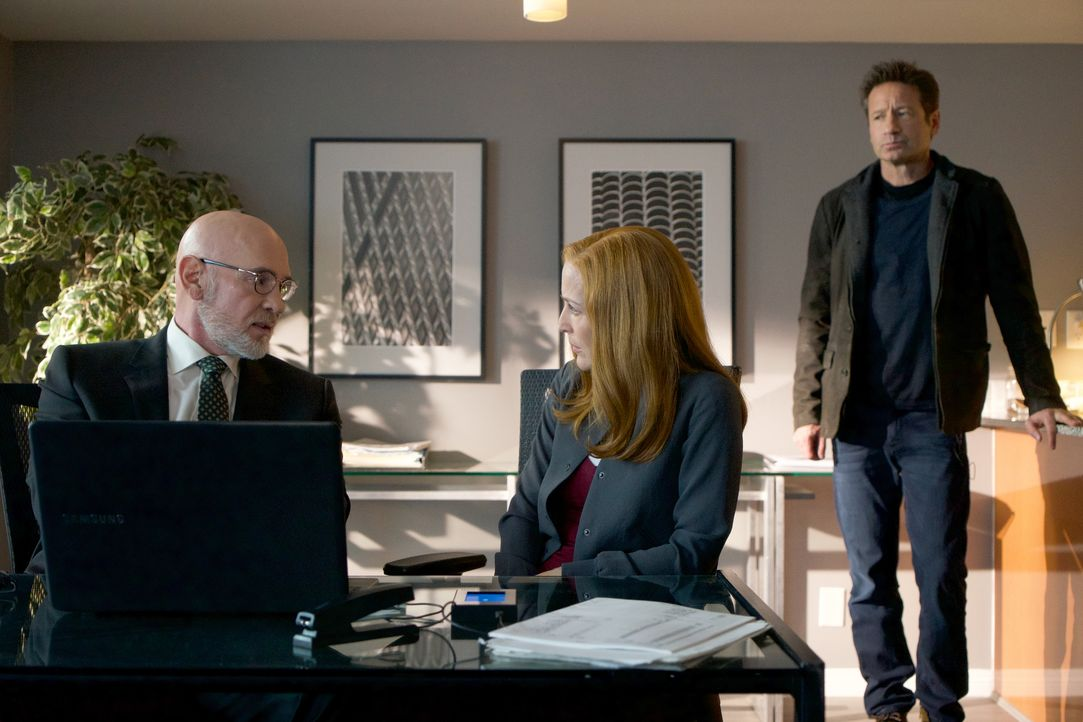 Nachdem Skinner (Mitch Pileggi, l.) spurlos verschwindet, begeben sich Scully (Gillian Anderson, M.) und Mulder (David Duchovny, r.) auf die Suche u... - Bildquelle: Shane Harvey 2018 Fox and its related entities. All rights reserved. / Shane Harvey