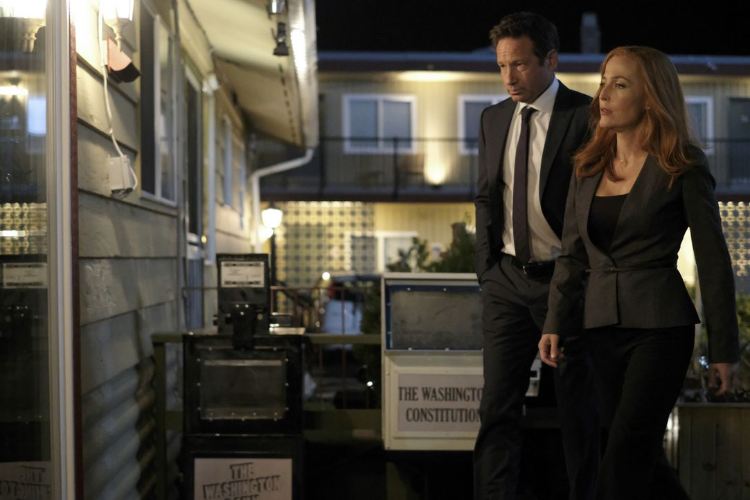 Müssen sich mit zwei psychisch labilen, telepathischen Zwillingen auseinandersetzten: Mulder (David Duchovny, l.) und Scully (Gillian Anderson, r.)... - Bildquelle: Shane Harvey 2017 Fox and its related entities. All rights reserved. / Shane Harvey