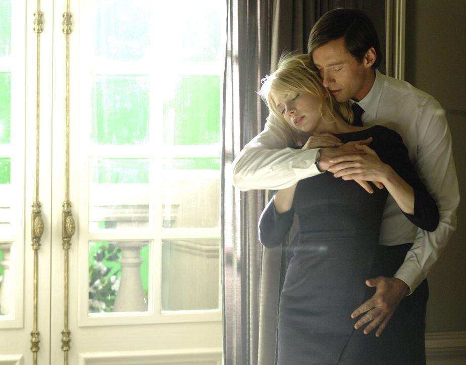 """Zwischen Jonathan McQuarry (Ewan McGregor, r.) und der geheimnisvollen """"S"""" (Michelle Williams, l.) entwickelt sich eine heiße Affäre ... - Bildquelle: 2007 The Tourist Pictures, LLC. All Rights reserved."""