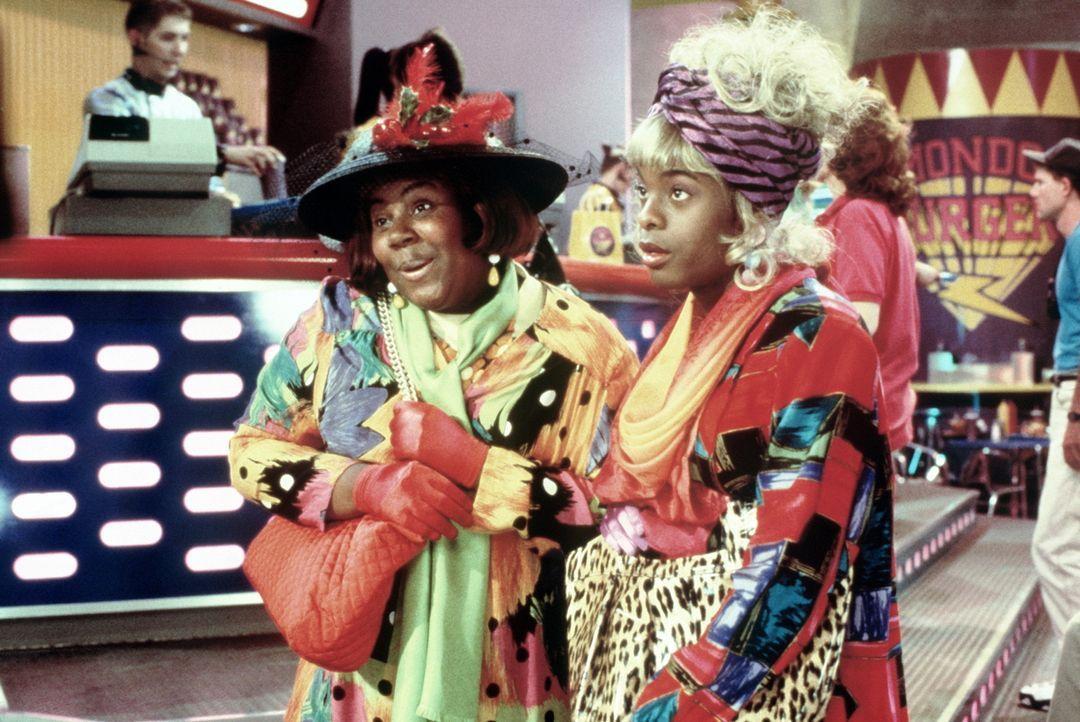 Natürlich wollen Dexter (Kenan Thompson, r.) und Ed (Kel Mitchell, l.) wissen, was die Konkurrenz Mondo-Burger so treibt. Deshalb gehen sie undercov... - Bildquelle: Paramount Pictures