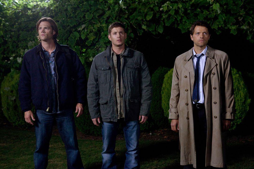 Als Sam (Jared Padalecki, l.), Dean (Jensen Ackles, M.) und Castiel (Misha Collins, r.) wissen, wie groß die Gefahr ist, müssen sie ihre gesamte Erf... - Bildquelle: Warner Bros. Television